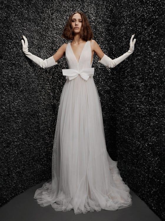 parte delantera vestido novia escote pico corte en a noelle