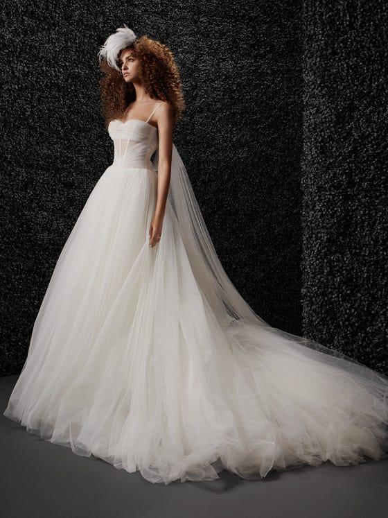 parte delantera vestido novia princesa escote pico espalda descubierta scarlett